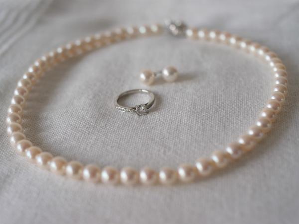 真珠とネックレス