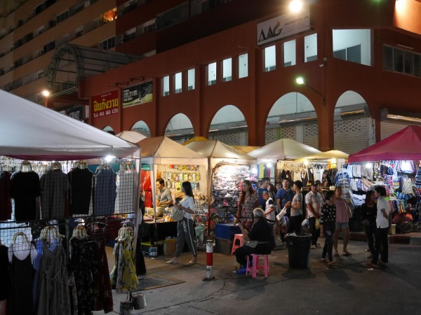 Thepprasit Night Market1
